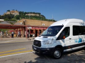 Bus in Piazza della Pace